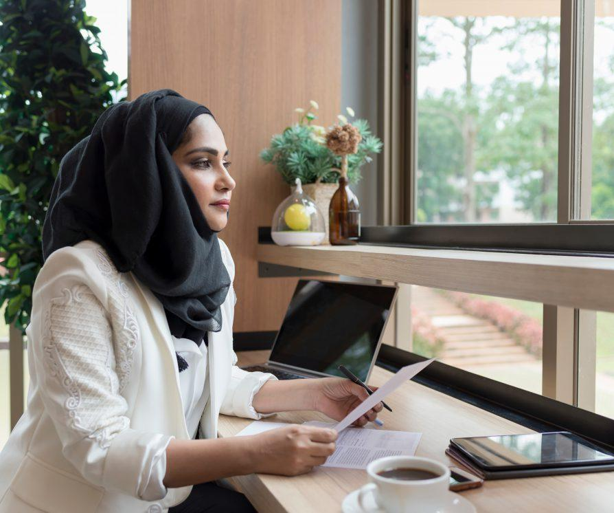 Arabian Businesswoman working in the coffee shop